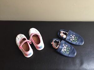 Size 9 Toddler Toms & Robeez slippers