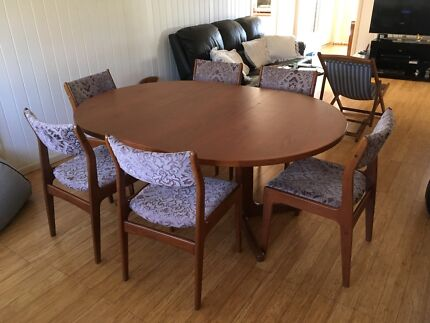 Scandinavian Dinning Table With 6 Chairs