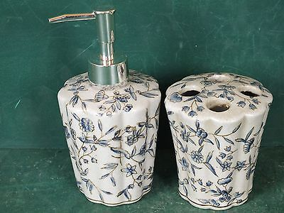 Porzellan Set fürs Bad, Seifenspender und Halter für Zahnbürste Schere etc