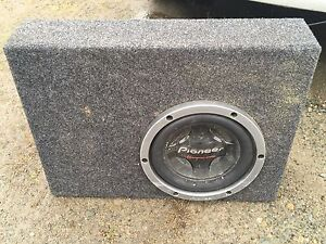 Pioneer Subwoofer in truck box