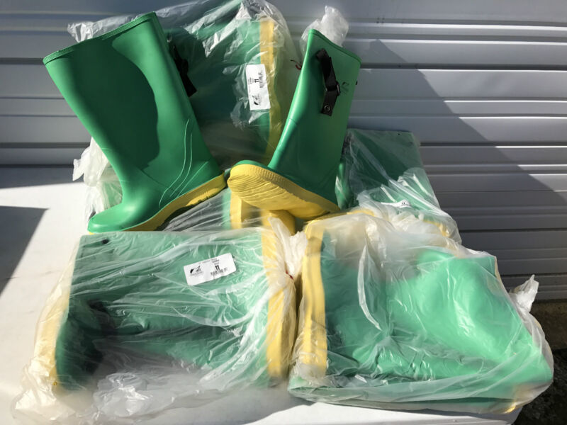 """One (1) Pair ONGUARD 17"""" Hazmax Strapper Slicker Boot 87050, Size 11, NEW"""