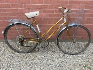 Vintage Raleigh female road bike