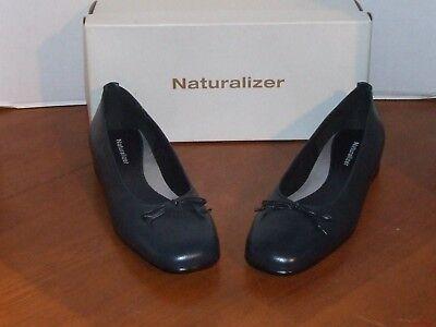 (Naturalizer Neptune Nectar, Menthol, Navy or White Flat Dress Shoes)