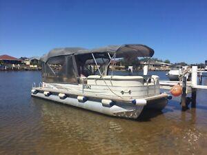 Pontoon boat 25ft