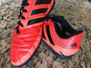 Adidas NEORIDE III Soccer Shoe - size 5 youth Cleat