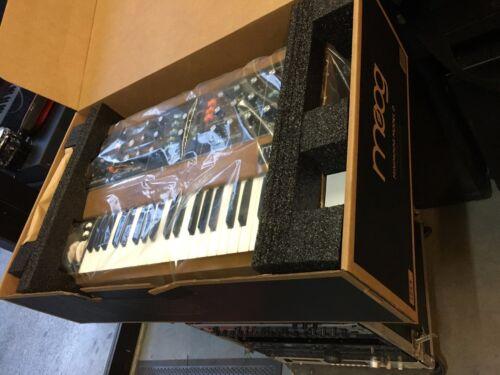 Moog Minimoog Model D Reissue , 100%  Analog Synth / 44keys , New  //armens//