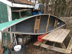 14 ft Fibreglass canoe