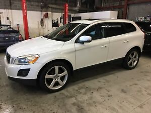 2010 Volvo XC60 T6 AWD Panoramic roof