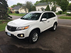 2013 Kia Sorento V6 AWD very clean!