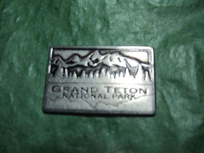 GRAND TETON NATIONAL PARK BEAR WYOMING TRAVEL SOUVENIR METAL TOKEN (T26)