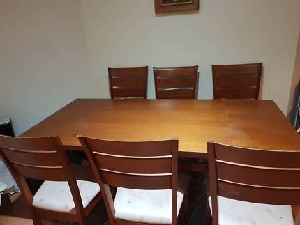 Dining table set + 6 chiars