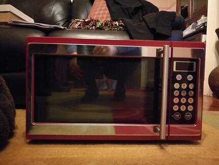 Red Breville Microwave 1100watt 34 Litre In Great Condition