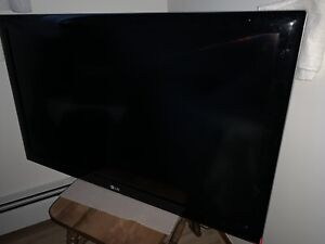 "42"" LC HD LCD flatscreen TV with wall mount."