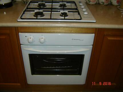 Westinghouse electric oven and gas benchtop cooker very good cond