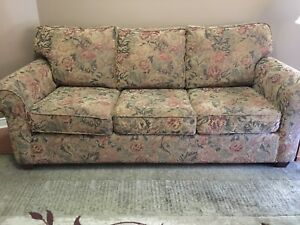 Couch Pull out sofa bed