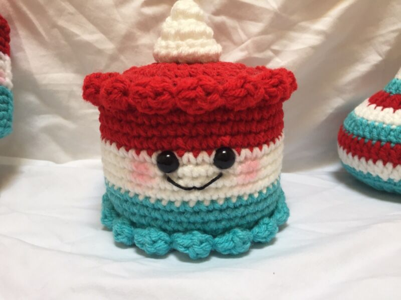 New Handmade Crochet Summer Sweets Bomb POP Cake Tiered Tray Decoration