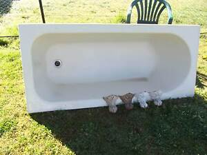 cast iron bathtub Uralla Uralla Area Preview