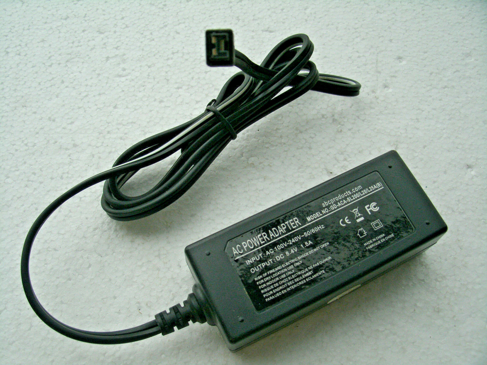 AC POWER ADAPTER 8.4V 1.5A