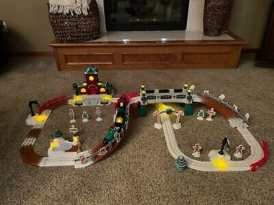 Fisher-Price GeoTrax CHRISTMAS IN TOYTOWN RAILROAD TRAIN SET Working & Complete