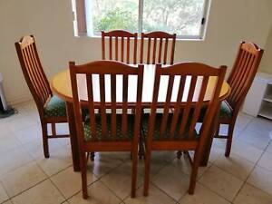 Dinning set (table  6 chairs) in great condition