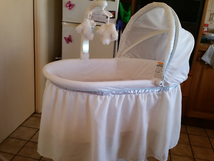 Bassinet in great condition Wooden and collapsible Cots