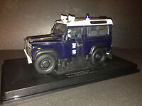 Universal Hobbies Land Rover Defender 90 Country Wagon TDi 1:18 Red UH3880