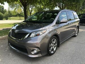 2011 TOYOTA SIENNA SE FULLY LOADED WITH EXTRAS SHOW ROOM