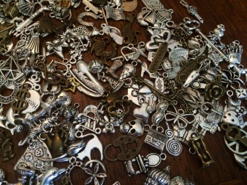 ~ 25 PiEcEs ~ MiXeD ThEMe ChArMs PeNdAnTs ~ WoW