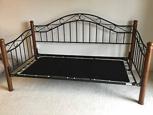 Day bed / luxury frame for twin bed