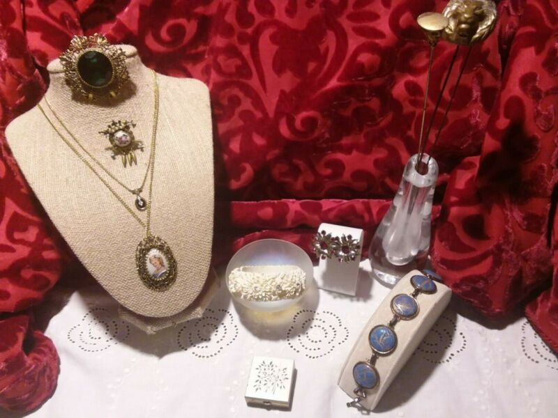 Lot of Antique Victorian Gold Jewelry - Cameo Brooch, Necklace, Bracelet,etc.