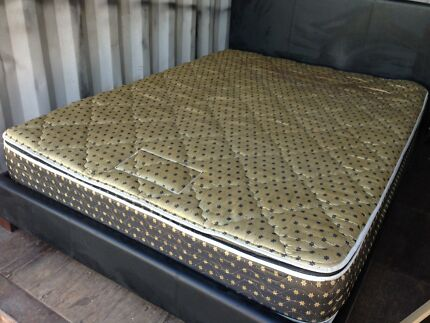 queen  bed conplete with solid slats double pillowtop $245 delivered