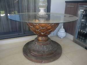Round Glass Top Resin Casual Indoor / Outdoor Table $ 590 Pitt Town Hawkesbury Area Preview