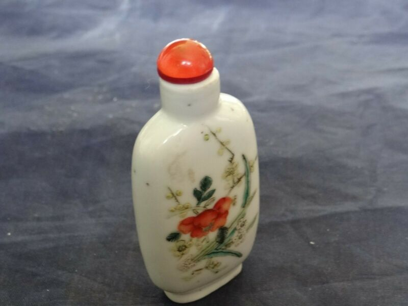 Very Fine Antique Chinese Hand Painted Porcelain Snuff Bottle