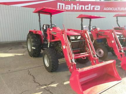MAHINDRA 4025 4WD inc LOADER AND GP BUCKET