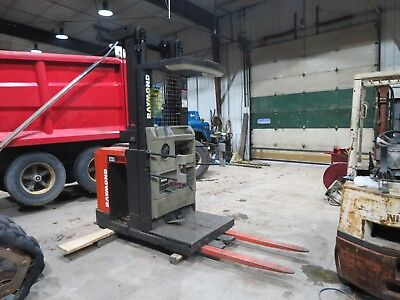 Raymond Order Picker Forklift 3000 Pound Lift 240 Lift Height 36 Volt 3 Stage