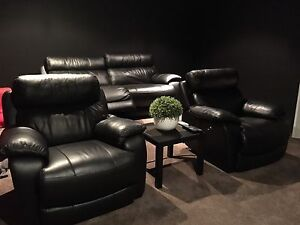 Black leather electric recliner lounge Mermaid Waters Gold Coast City Preview