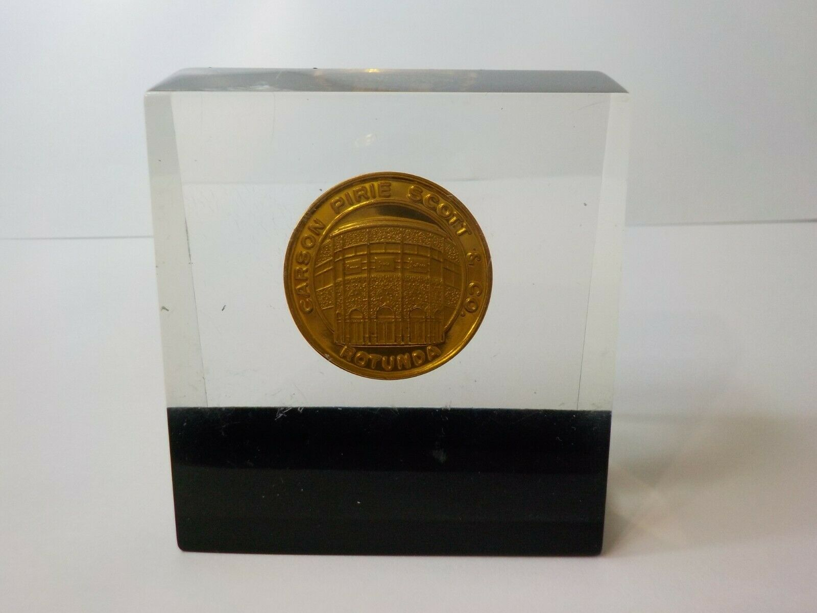 CARSON PIRIE SCOTT & CO ROTUNDA $25.00 COIN LOUIS H SULLIVAN LUCITE PAPERWEIGHT