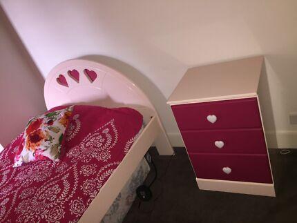 King Single Girl's Bedroom Setting