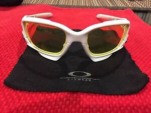 Oakley Jawbone (genuine) - White with 3 lenses Paradise Campbelltown Area Preview