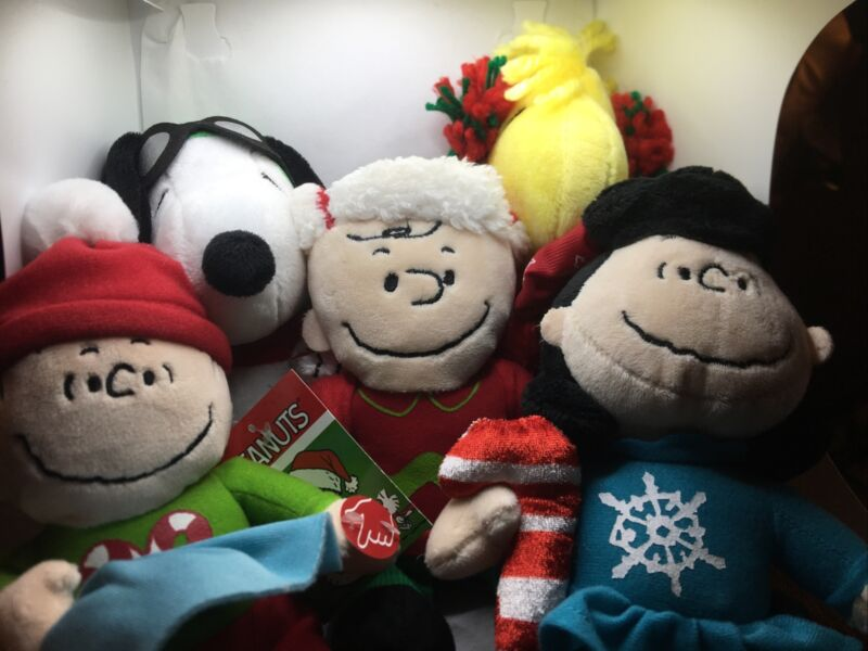 Peanuts 2015 Set of 5 Christmas Plush Charlie Brown Snoopy Lucy Woodstock