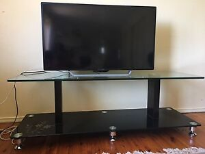 Fantastic Glass TV unit Rosemeadow Campbelltown Area Preview