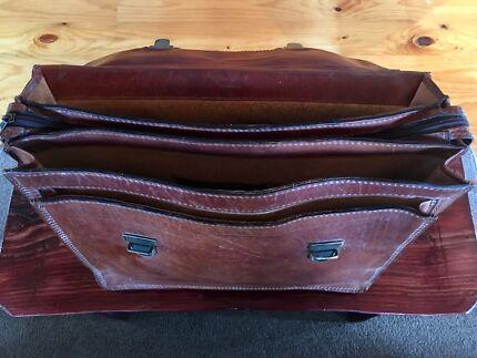 Vintage genuine leather satchel for professionals