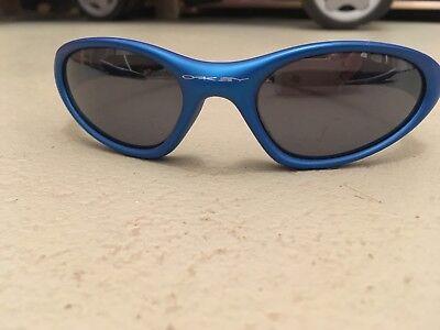 Oakley Minute Electric Blue mit Black Iridium Linsen Sonnenbrille