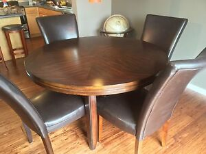 Dining table. Expresso colour excellent condition.