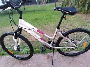 26''21speed DIAMONDBACK DX ALLOY FRAME M/L MOUNTAIN BIKE $145