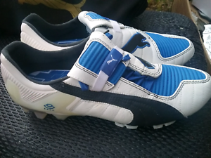 PUMA - US 9 UK 8 soccer football boots brand new never worn