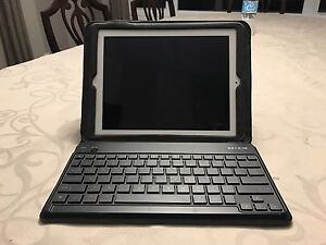 iPad 32gb with Belkin Bluetooth keyboard case