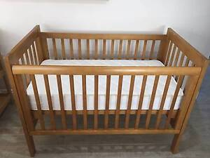 """King Parrot Daintree Cot and Matching Change Table """"For Sale"""" Banksia Grove Wanneroo Area Preview"""