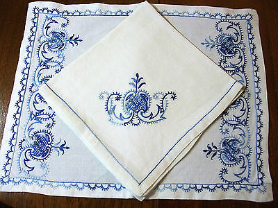 Service Small lunch - 6 sets and 6 napkins embroidered