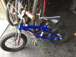 "14"" boys bicycle hot wheels"